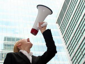 size 590 megafone 300x225 Quanto pequenas empresas devem investir em marketing   Outdoor em BH, Contagem, Betim   Contagem Outdoor