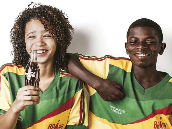 Contagem outdoor Campanha Coca Cola Copa do Mundo Brasil Coca Cola dá boas vindas ao mundo em campanha da Copa   Outdoor em BH, Contagem, Betim   Contagem Outdoor