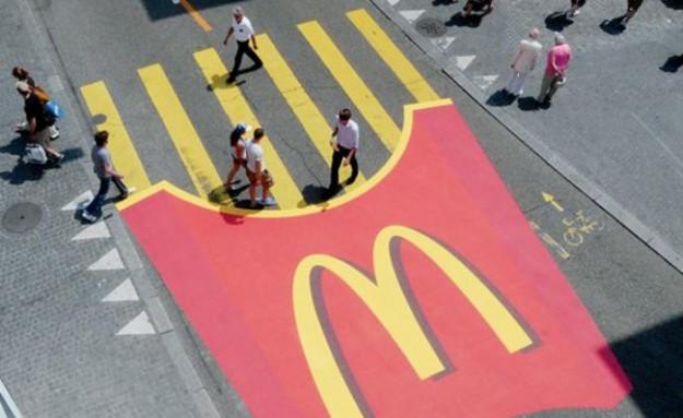 Contagem outdoor mcdonalds Faixa de pedestres vira batata frita em campanha publicitária do McDonald's!    Outdoor em BH, Contagem, Betim   Contagem Outdoor